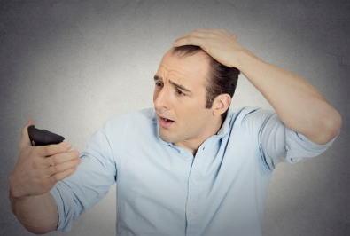 頭頂部やM字の生え際など薄毛を自覚している。
